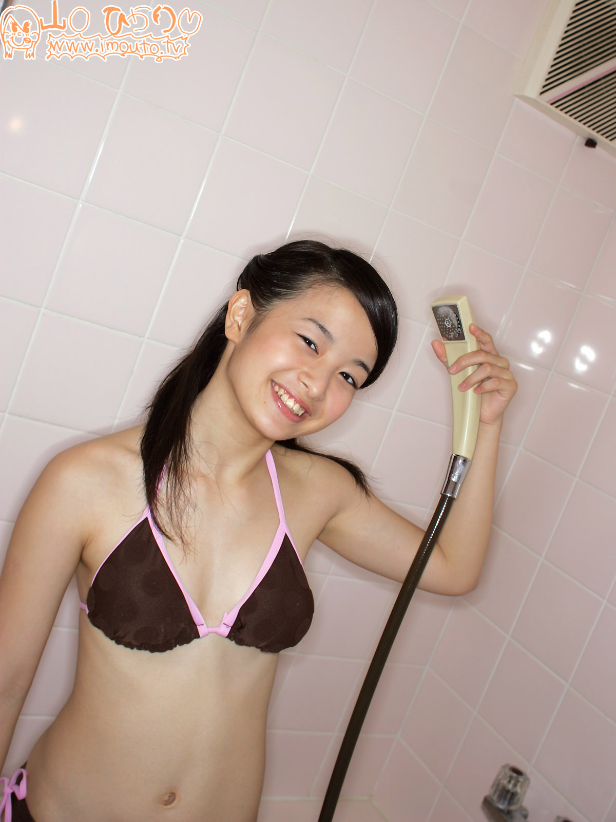 ... Japanese Junior High SchoolGirl Idol Photo Book: 13 years old