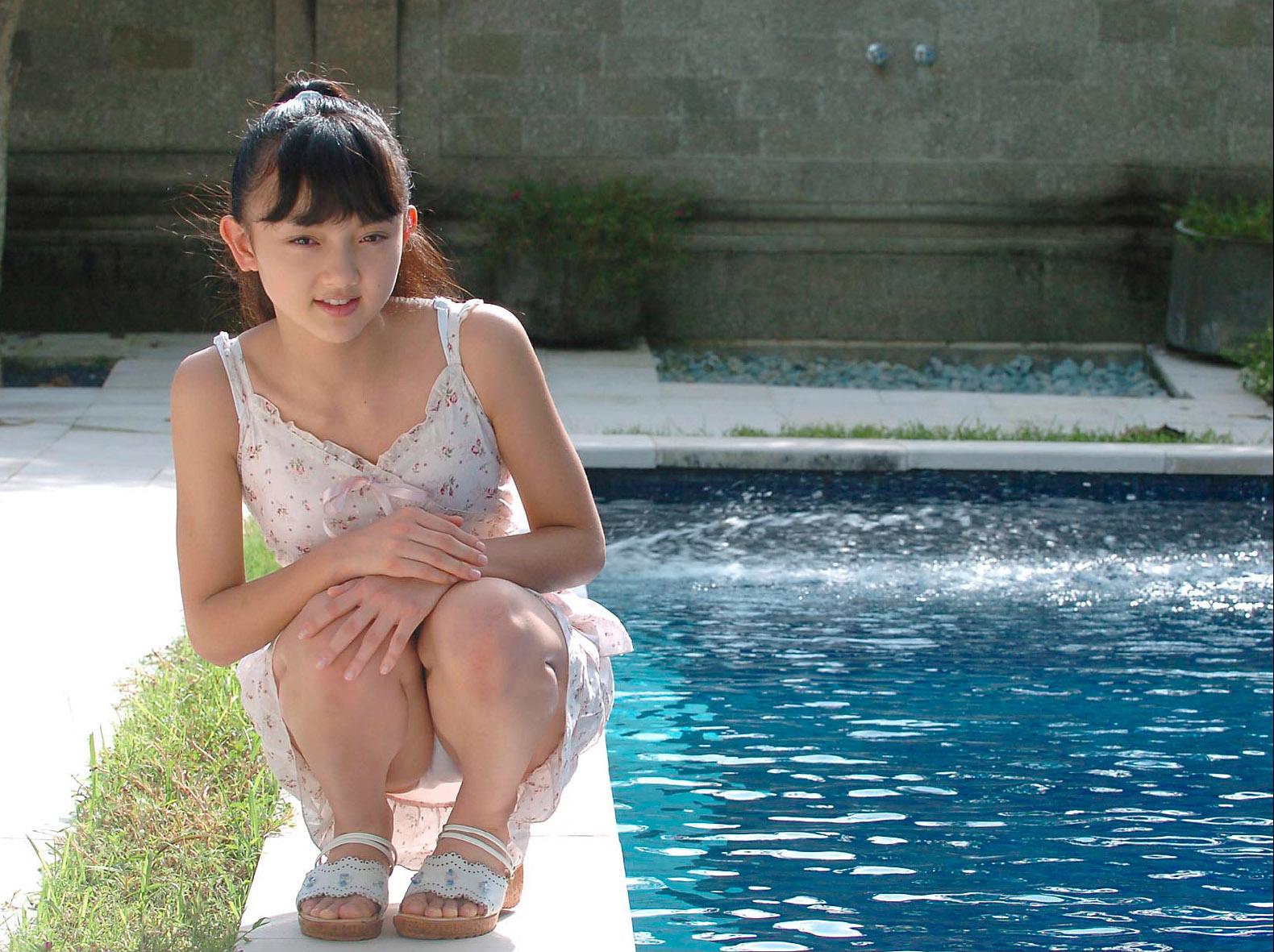 Azusa Hibino (日美野梓) 日美野梓 日比野梓 Azusa Hibino: Japanese Junior High SchoolGirl Free DVD & Photo  Book